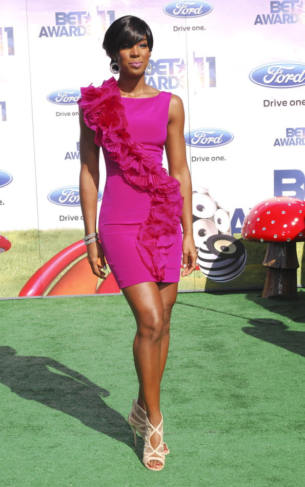 kelly_rowland_pink_dress_with_pink_flower_details