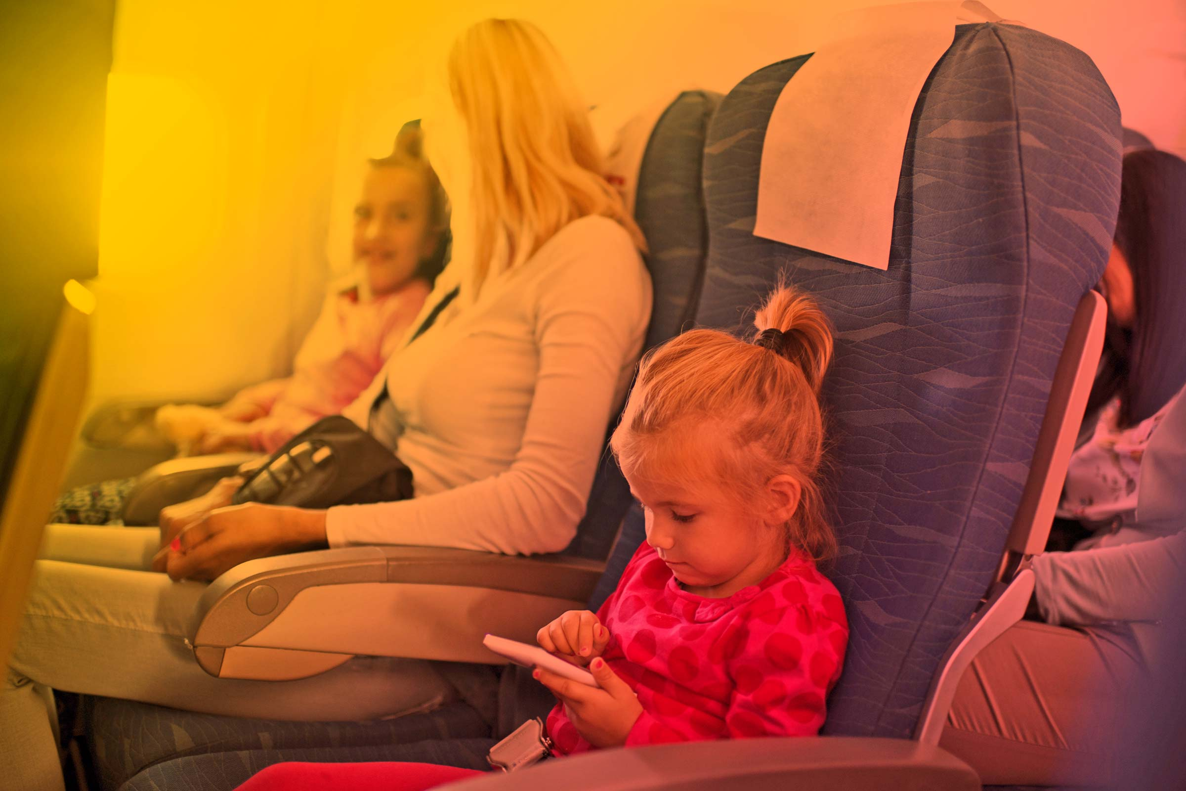 kids on the flight with their mum